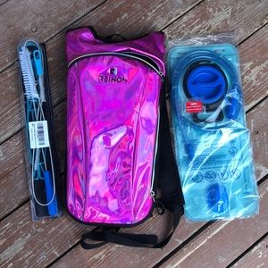 NEVER USED Reinos Hydration Backpack +Cleaning Kit